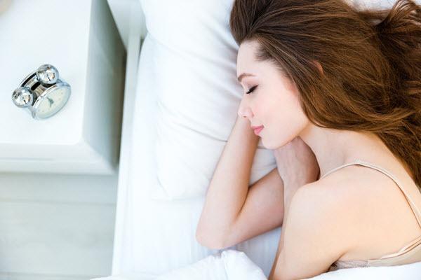 dùng mặt nạ ngủ hàng ngày