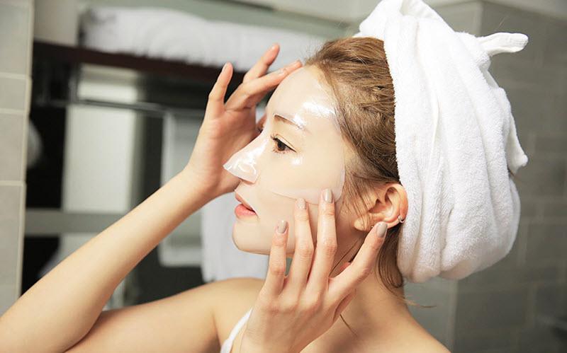 đắp mặt nạ dưỡng da đúng cách
