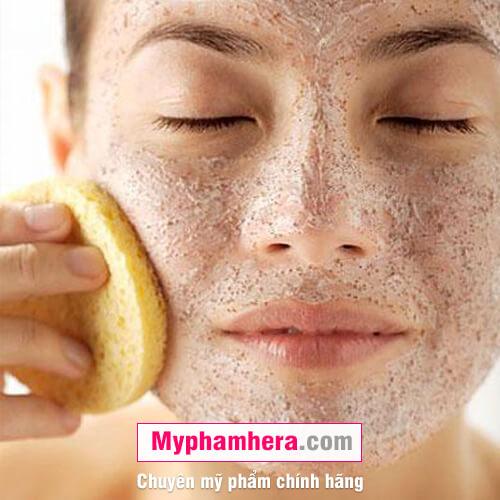 cách chăm sóc da dầu bằng cách tẩy tế bào da chết mỹ phẩm hera