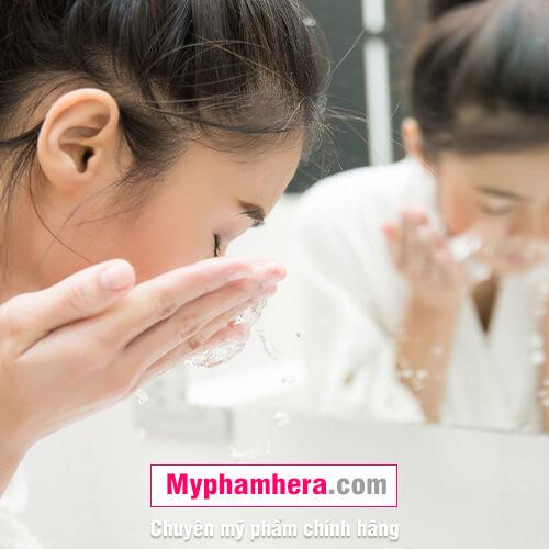 cách chăm sóc da dầu bằng sữa rửa mặt mỹ phẩm hera