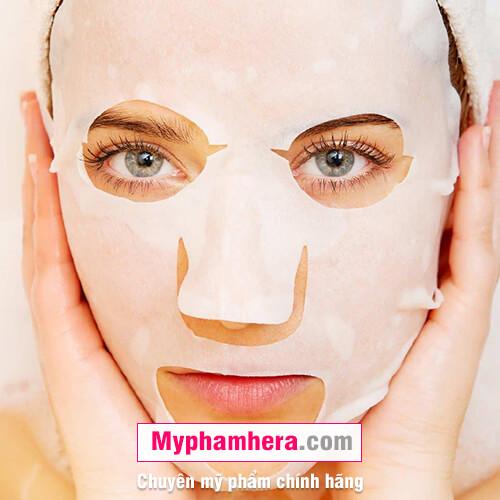 cách chăm sóc da khô bằng cách đắp mặt nạ cấp ẩm mỹ phẩm hera