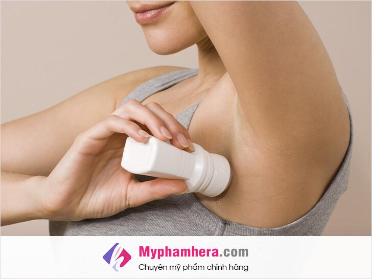 cách kiểm soát vùng dưới cánh tay nhiều mô hôi và bốc mùi mỹ phẩm hera