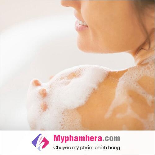 đàn ông thích mùi hương từ sữa tắm của phụ nữ mỹ phẩm hera