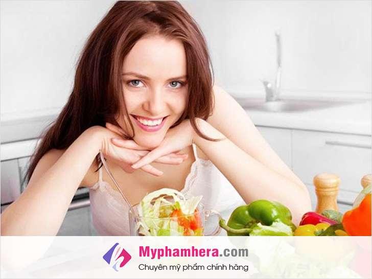 người bị mụn nội tiết nên ăn gì myphamhera.com