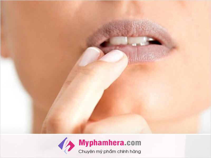 cách tăng sức khỏe cho môi thâm myphamhera.com