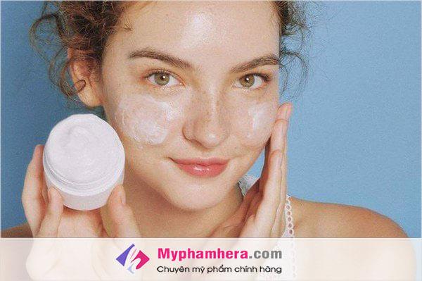 Có nên sử dụng kem dưỡng ẩm cho da mụn